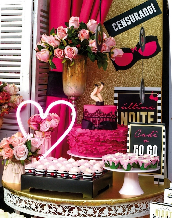 Use black and pink in the decoration