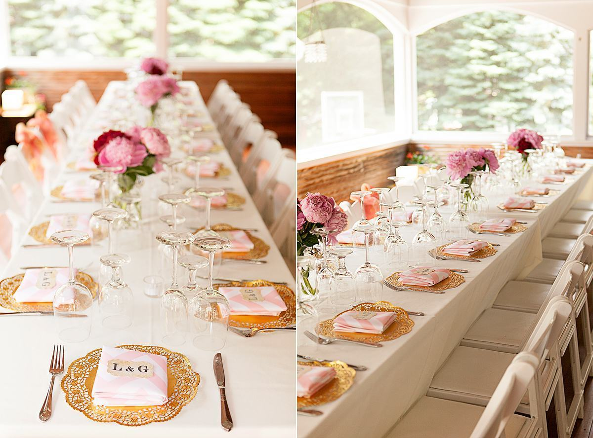 Romantic table to accommodate the guests.