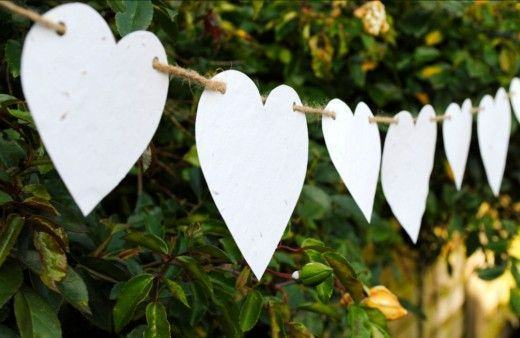 Clothesline from paper hearts.
