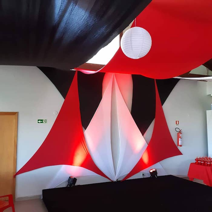 - Decoration with tensioned meshes in three colors