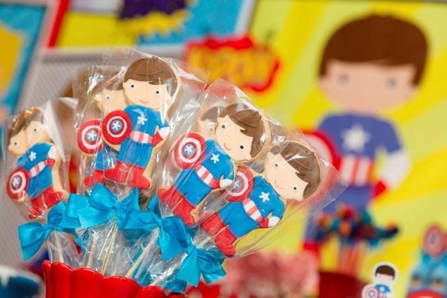 Captain America theme party decoration.