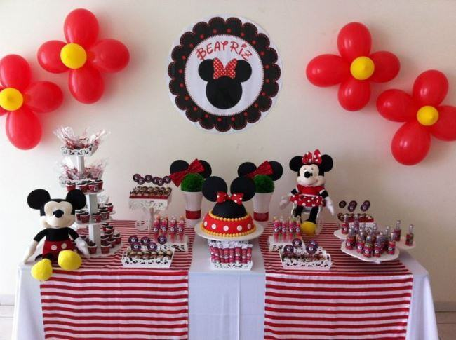 Mickey and Minnie theme party decoration.