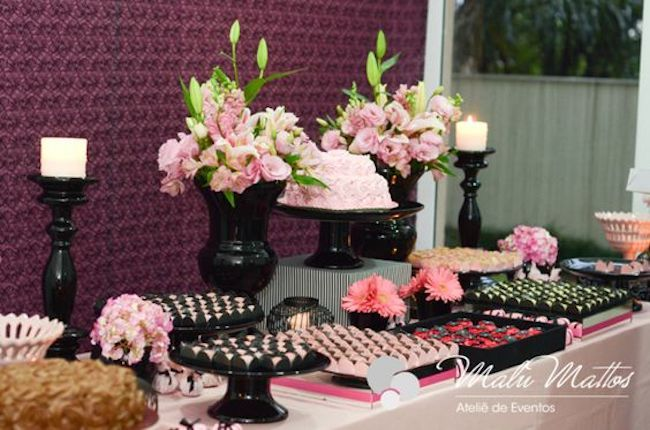 Main table decorated with romanticism.