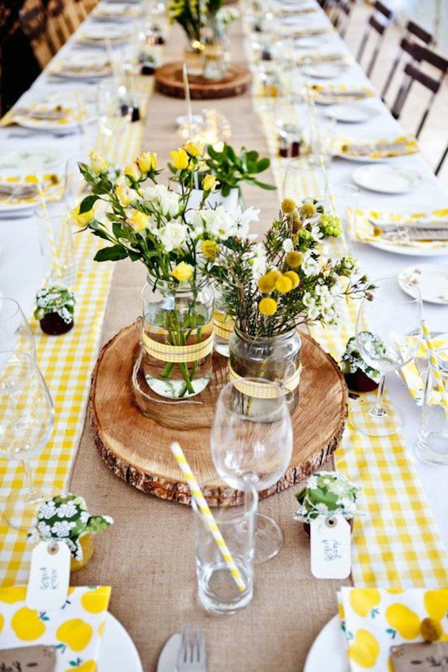 The guests' table gained a cheerful and lively decor