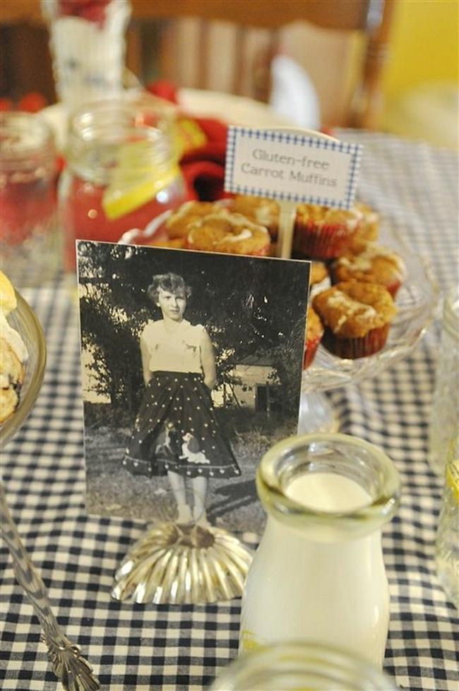 Place old photos among the table sweets
