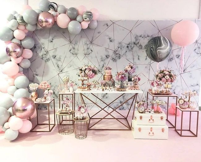 Deconstructed balloon arch and marbled effect
