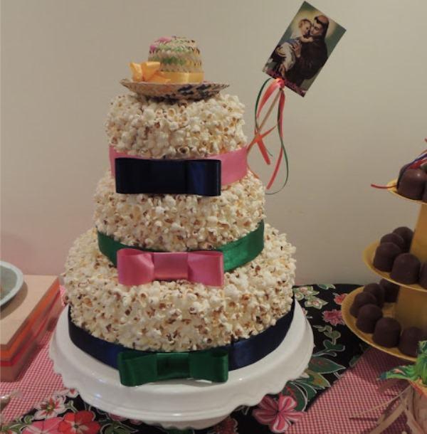 Ready popcorn cake