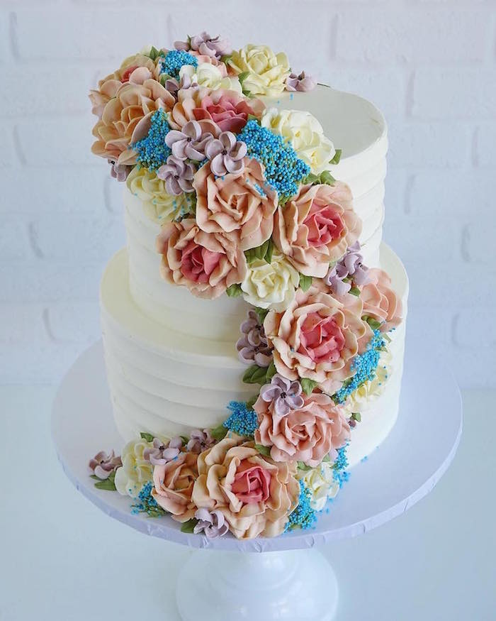 The rainbow cake is difficult to make, but it will certainly brighten your mother's day.