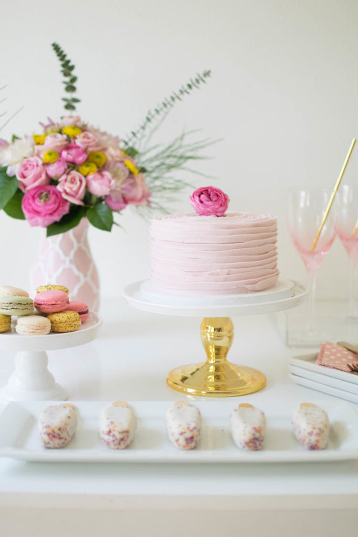 A delicate, charming and perfect cake for brunch