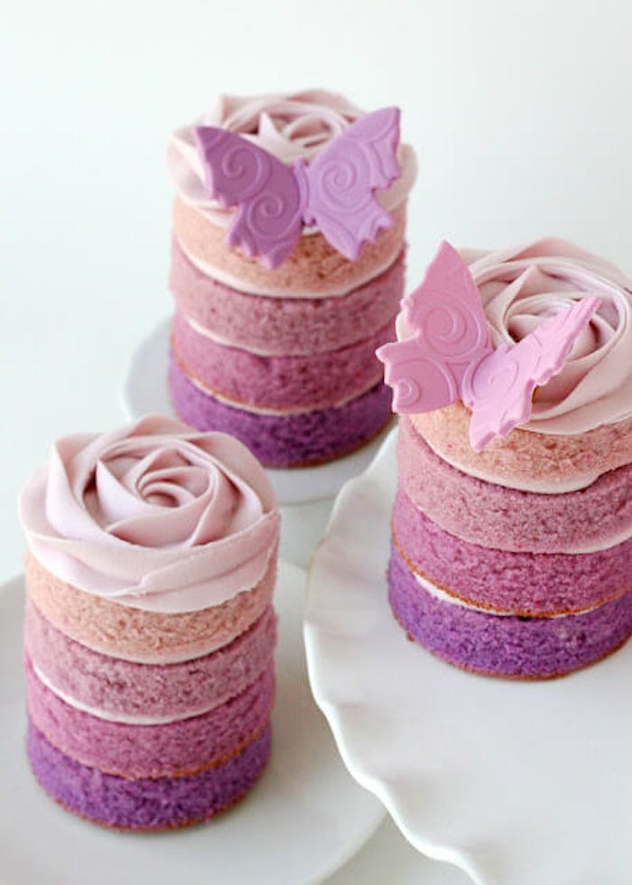 Mini cakes with shades of purple