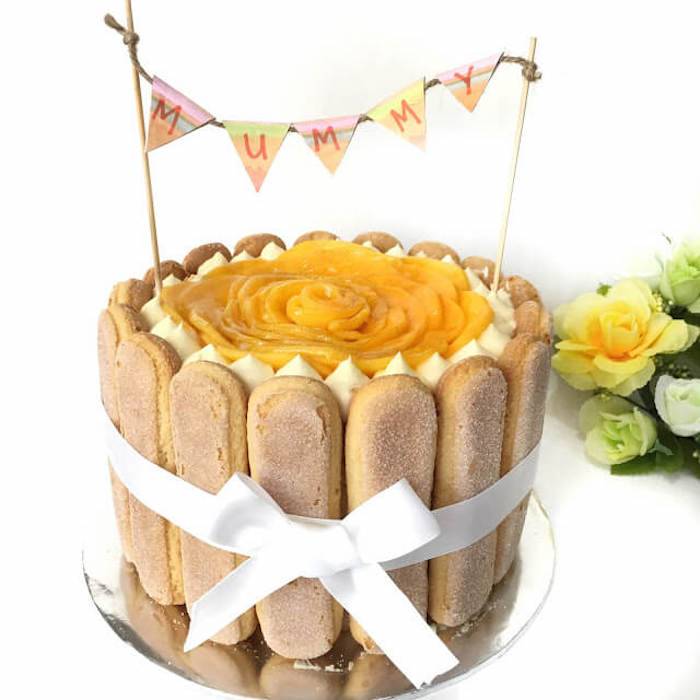 Cake with champagne wafers on the sides