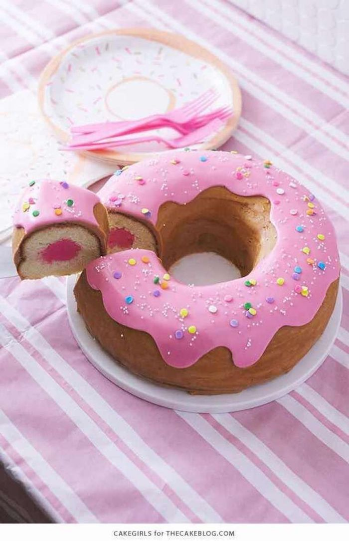 With this decor, the cake looks a lot like a giant donut