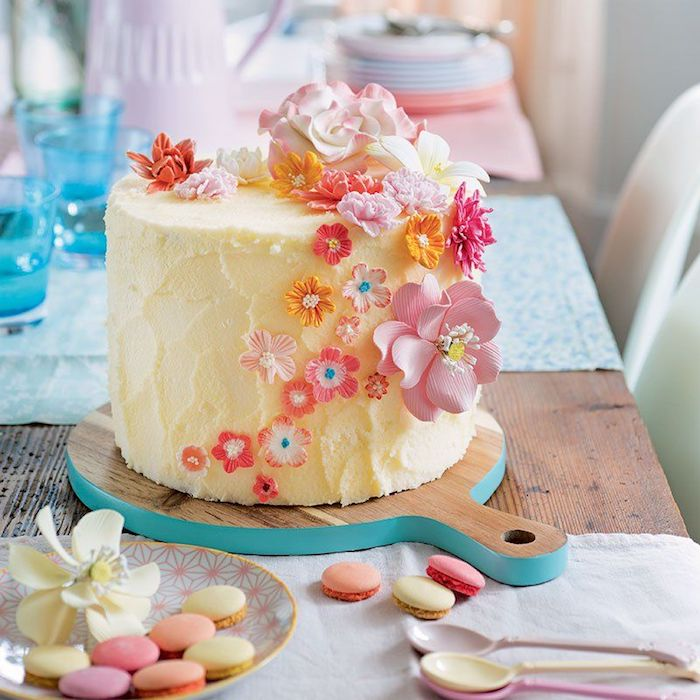 Sugar flowers make any cake rich in detail