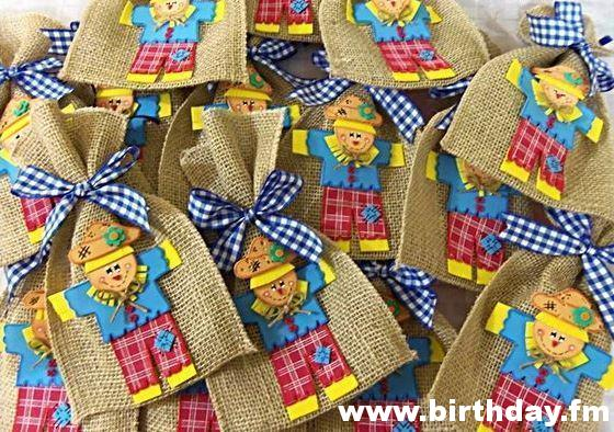 The scarecrow inspired this surprise bag.