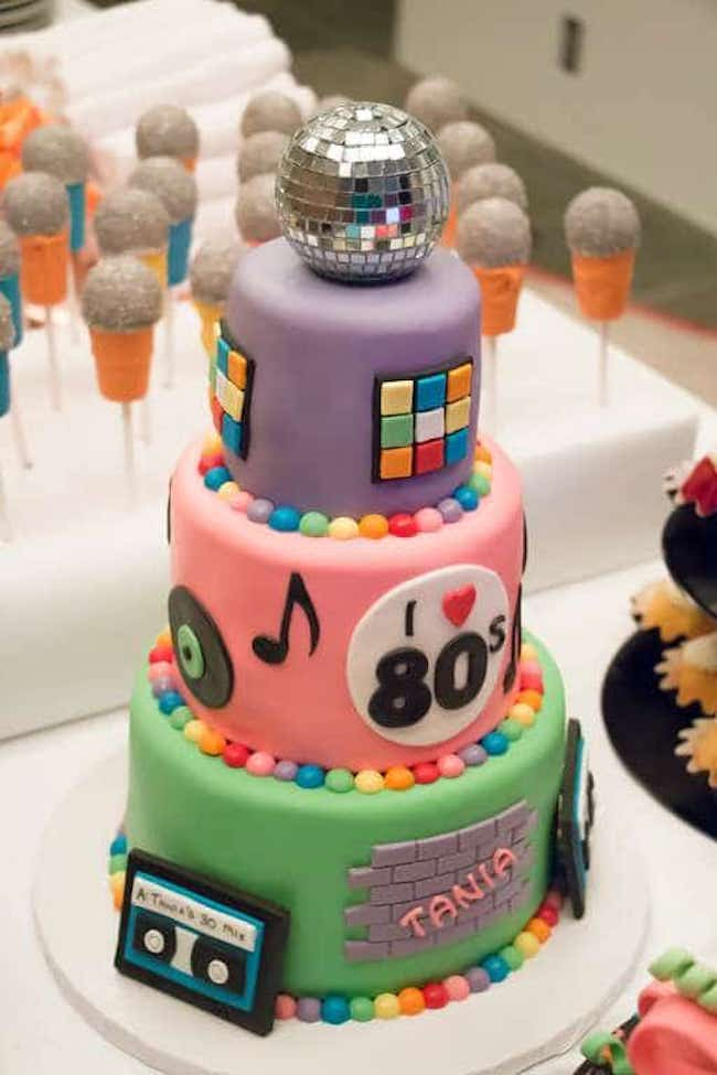 Cake with three floors inspired by the decade