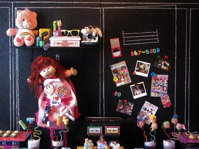 Toys that marked the era gain space in the décor
