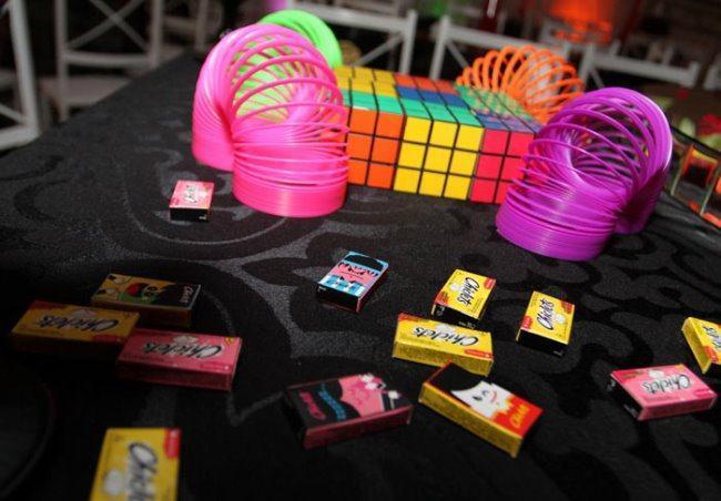 Colored springs, magic cubes and gum