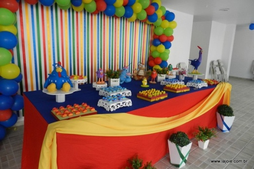 kit-party-children-with-decoration-complete-sweets-cake-balloons-center-table-and-sound-275-1345226339502e86638b3d5