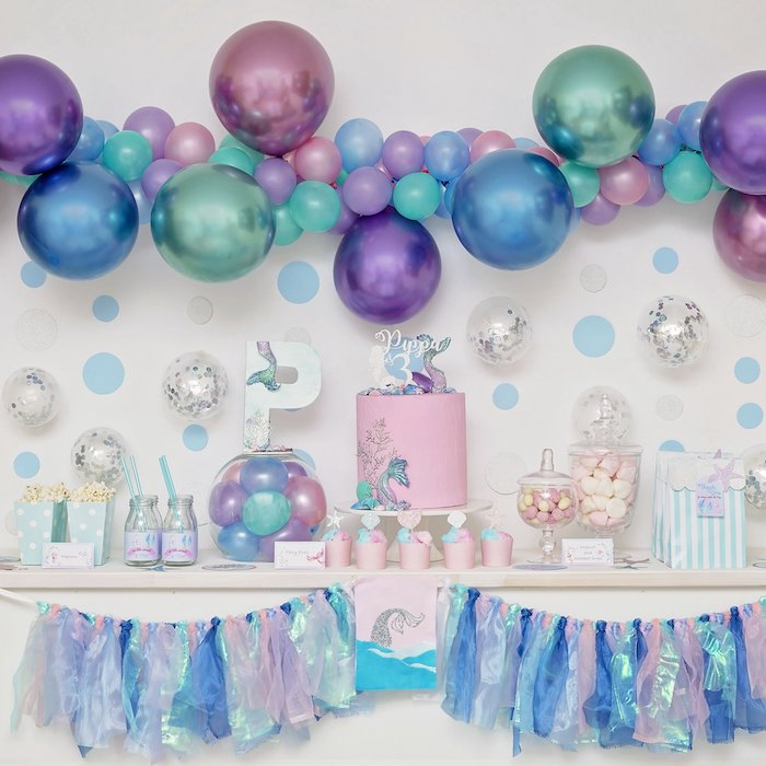 Pink, lilac, aqua green and blue are the theme colors of this party