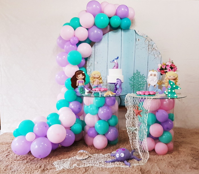 Enjoy dolls and stuffed animals for your decoration