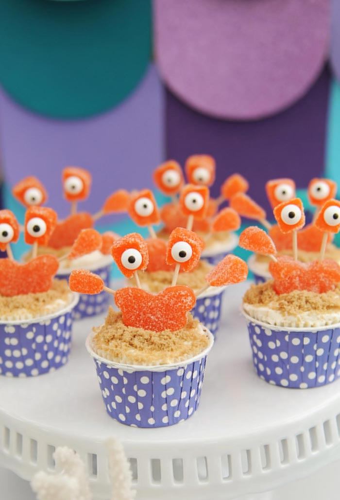 Decorate with crabs in the candies too