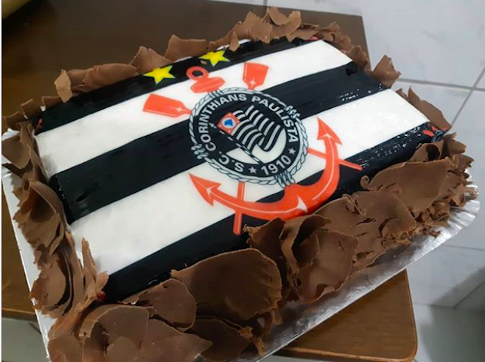 Rectangular Corinthians cake, personalized with rice paper and chocolate chips