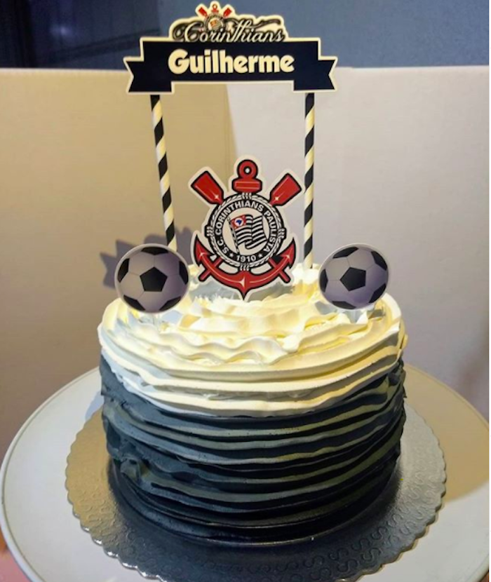 Use signs on the top of Corinthians cake