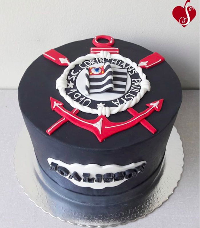 The shield was decorated in the cake with relief!