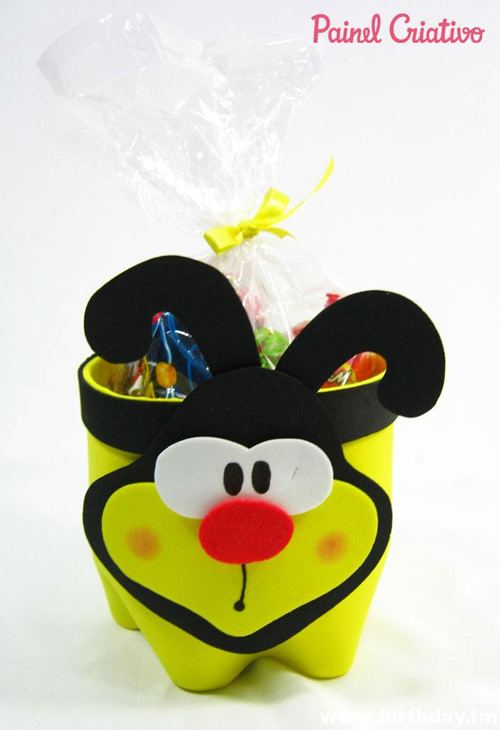 step-by-step-souvenir-bee-eva-door-candy-recycling-bottle-pet-birthday-day-of-children-school-8