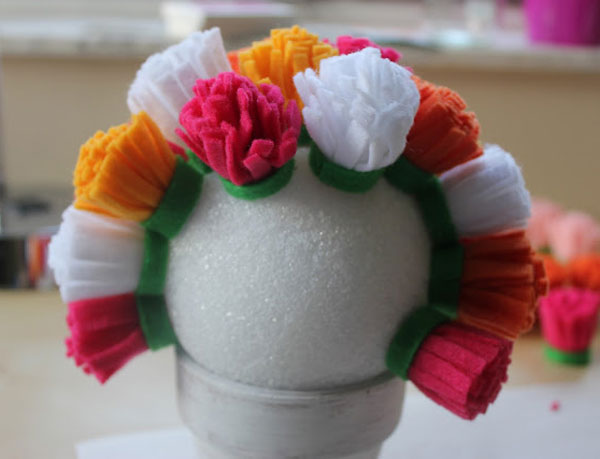 step-by-step-arrangement-flowers-felt-decoration-home-party-birthday-baby-shower-wedding-christening-5
