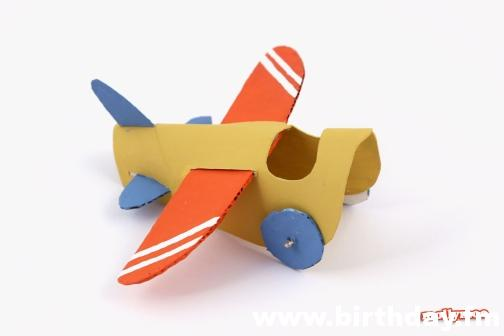 airplane made with toilet paper roll 2